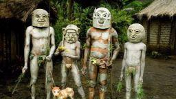 """""""Глинените човеци"""" от Папуа"""