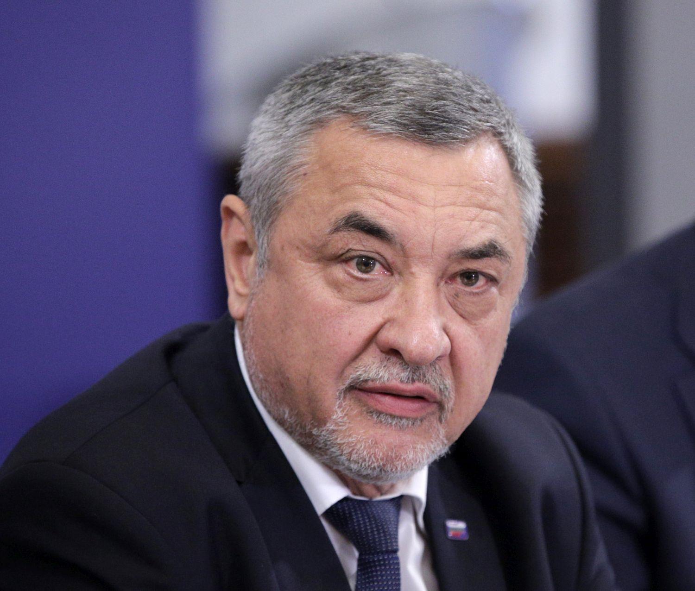 Симеонов заподозря едновременен натиск от Русия и Турция