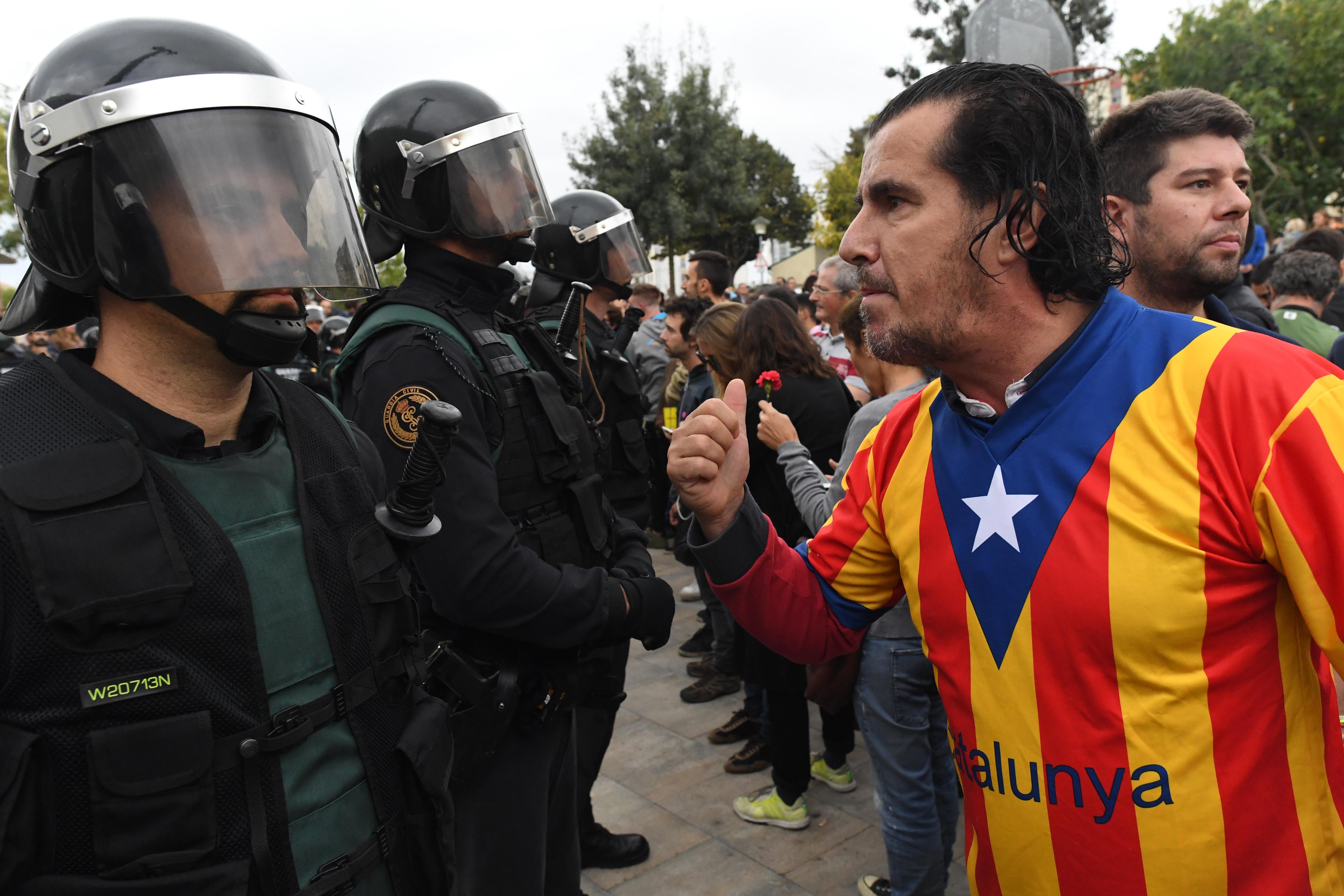 """Мадрид може законно да """"вземе под контрол"""" Каталуния"""