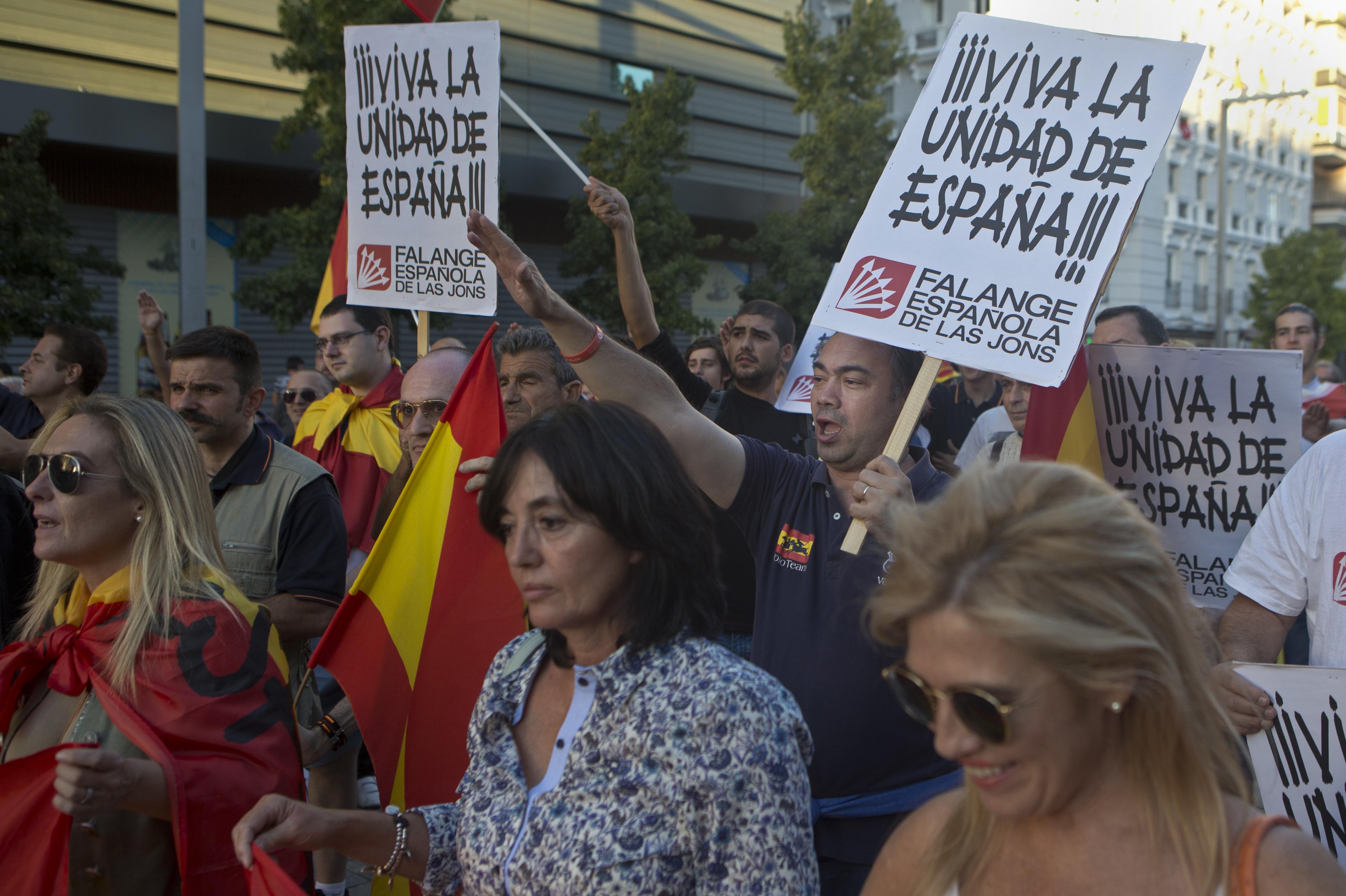 Испания отбелязва националния си празник на сепаратистки фон