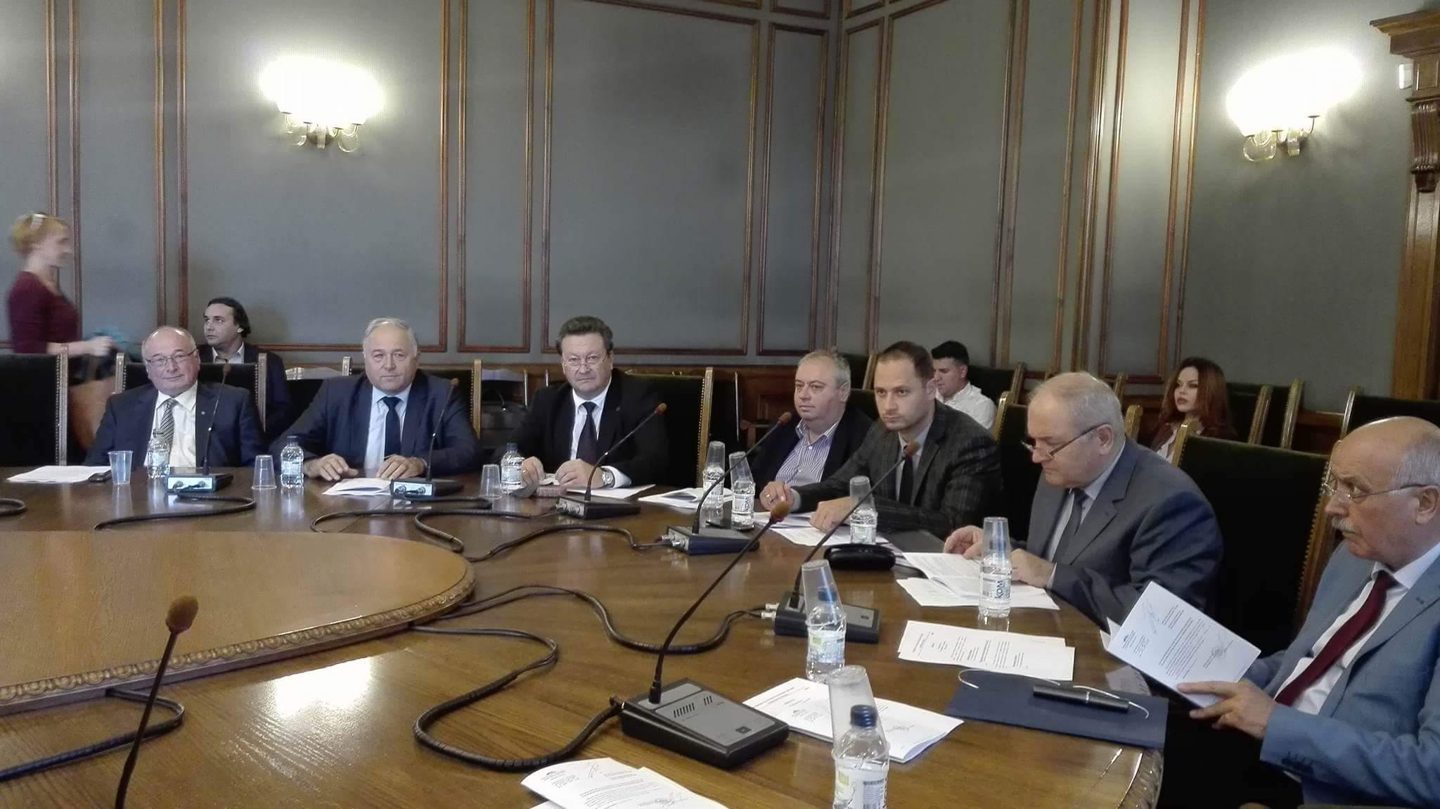 Комисията по отбрана отхвърли ветото на президента