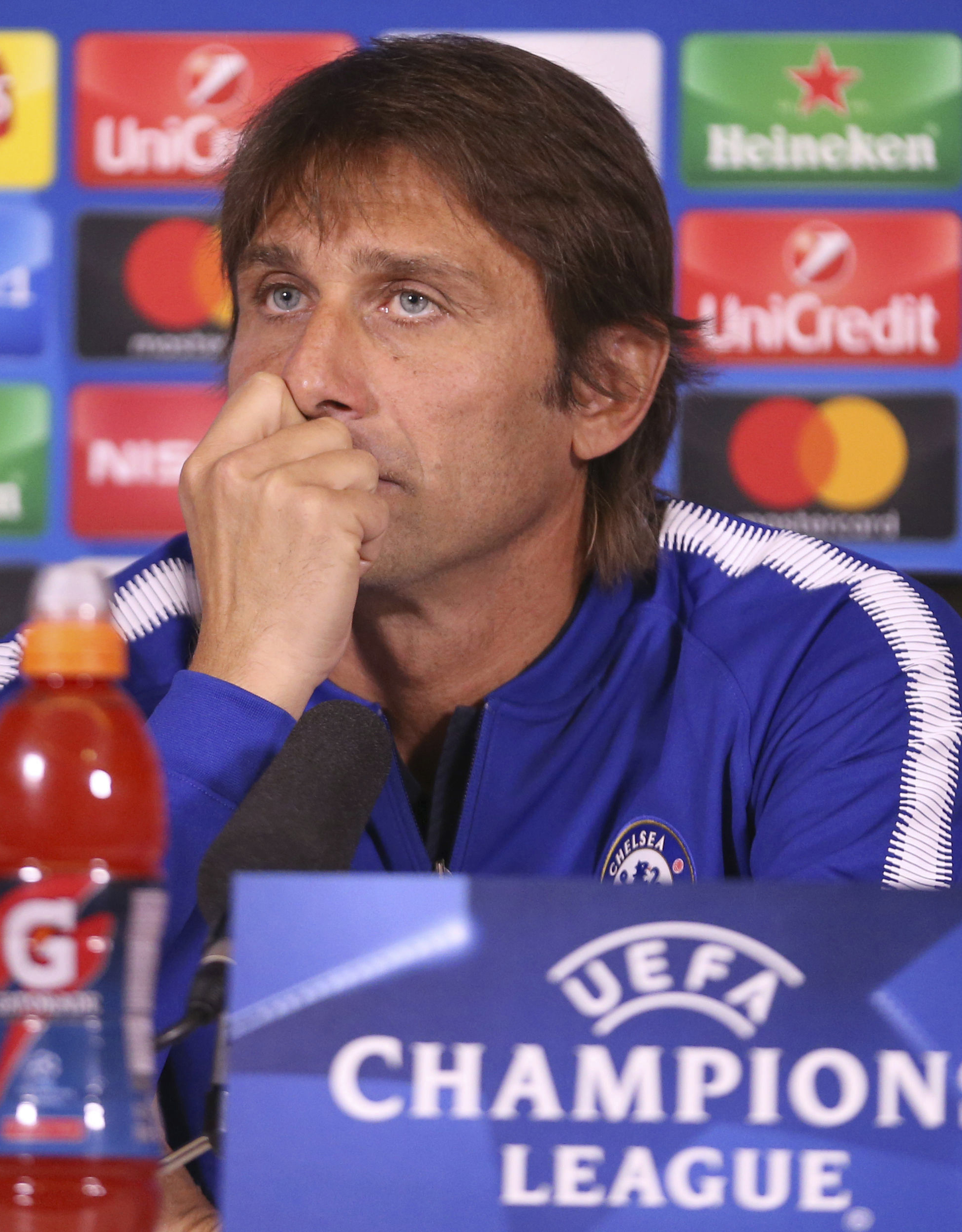 """Босовете в """"Челси"""" губят доверието си към Конте"""