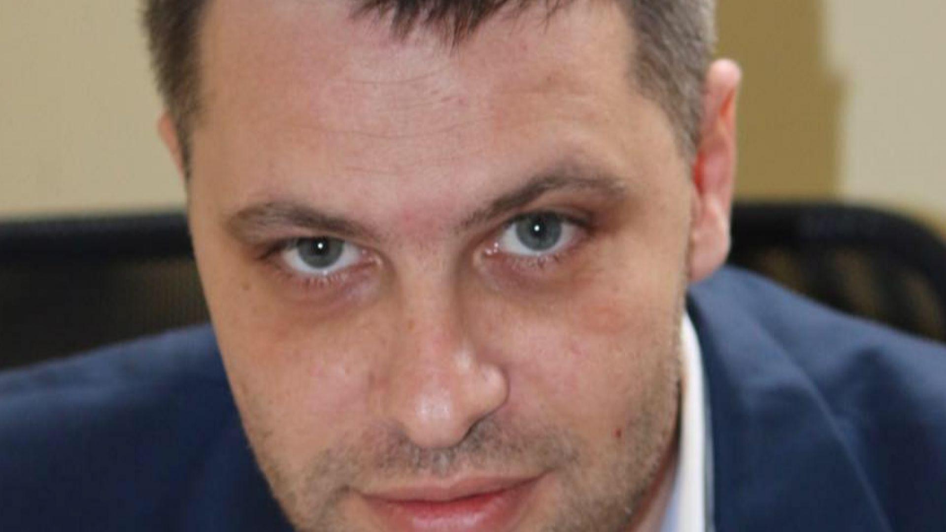 Депутат: Билбордовете с гейовете са далавера с ЕК за 200 000 евро