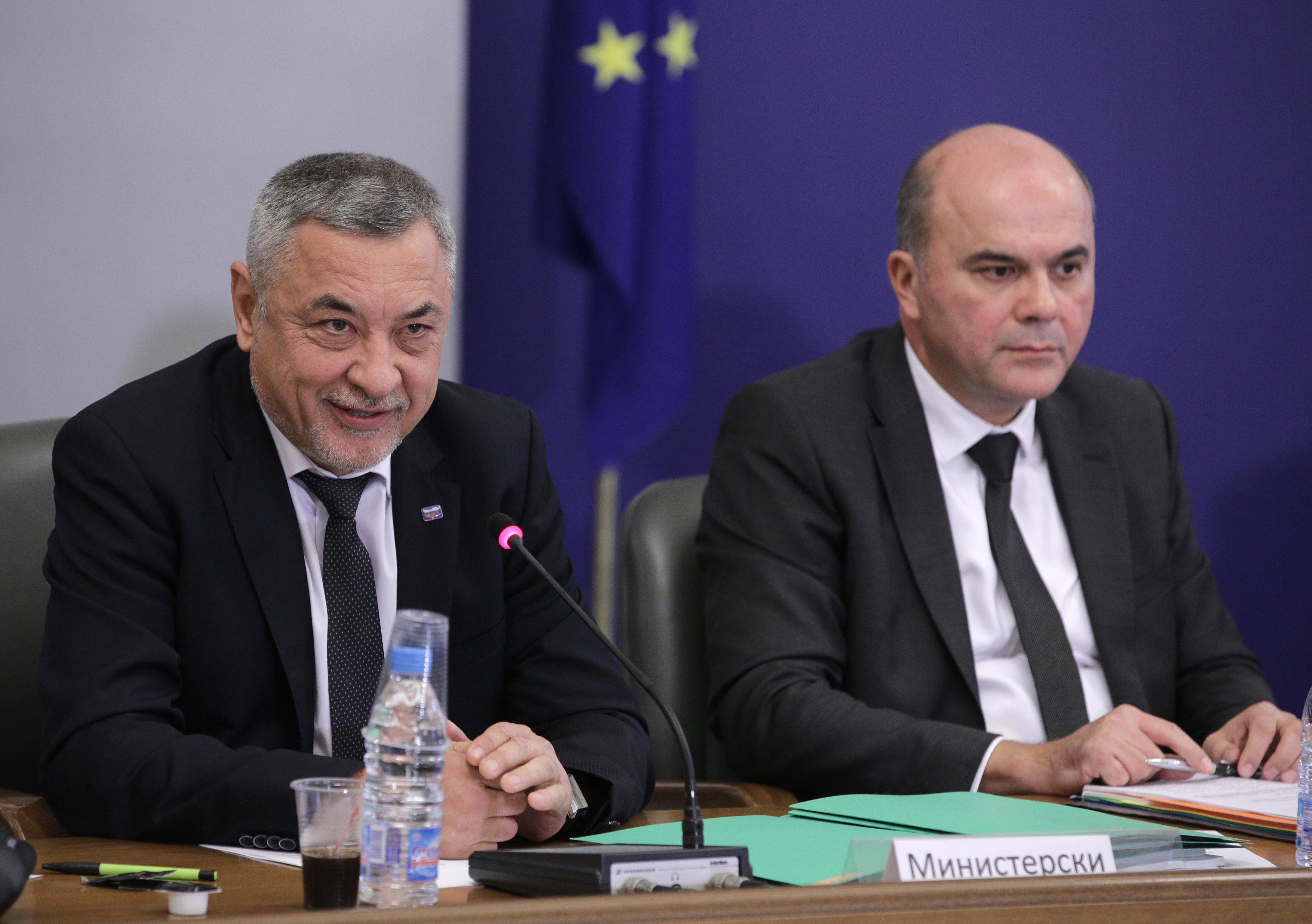 Бисер Петков: Пенсии ще има до 2037 г., после не се знае