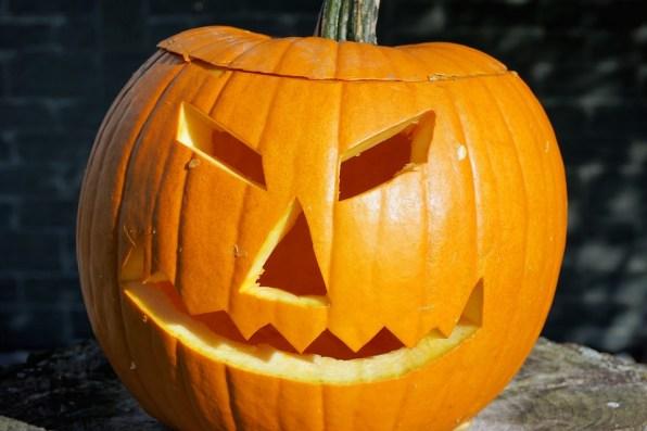 """""""За"""" и """"против"""" празнуването на Хелоуин в България"""