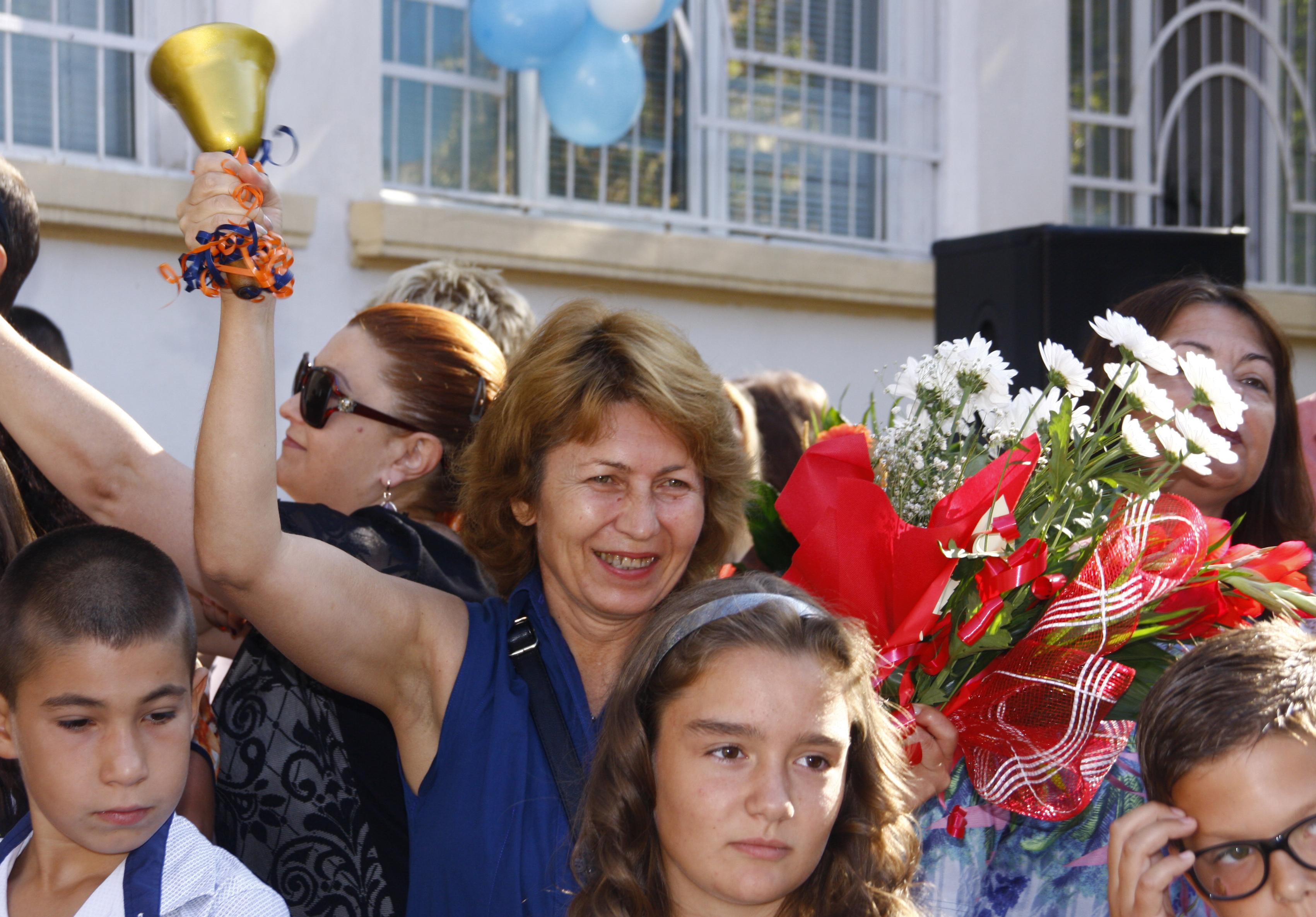 Варна забрани на учителите да приемат подаръци