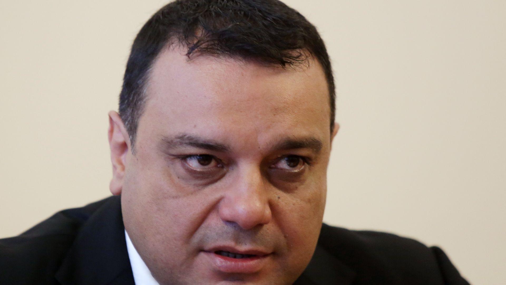 Двама министри наредиха проверки след катастрофата