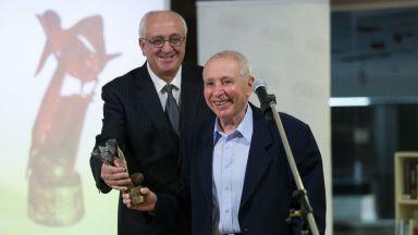 """Поетът Владимир Попов е носител на наградата """"Перото"""" за цялостен принос за 2017 г."""