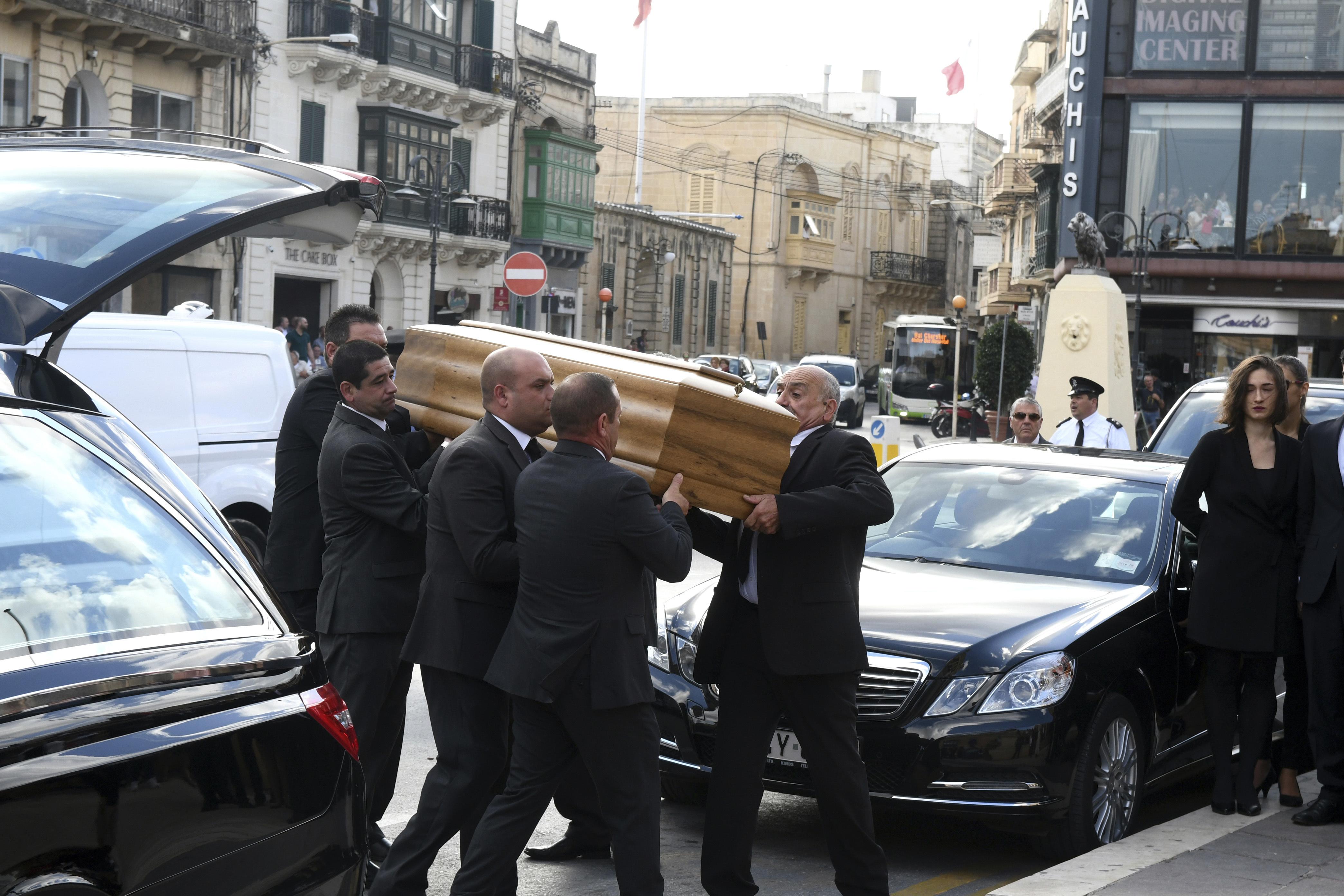 Малта се прости с убитата журналистка Дафне Галиция