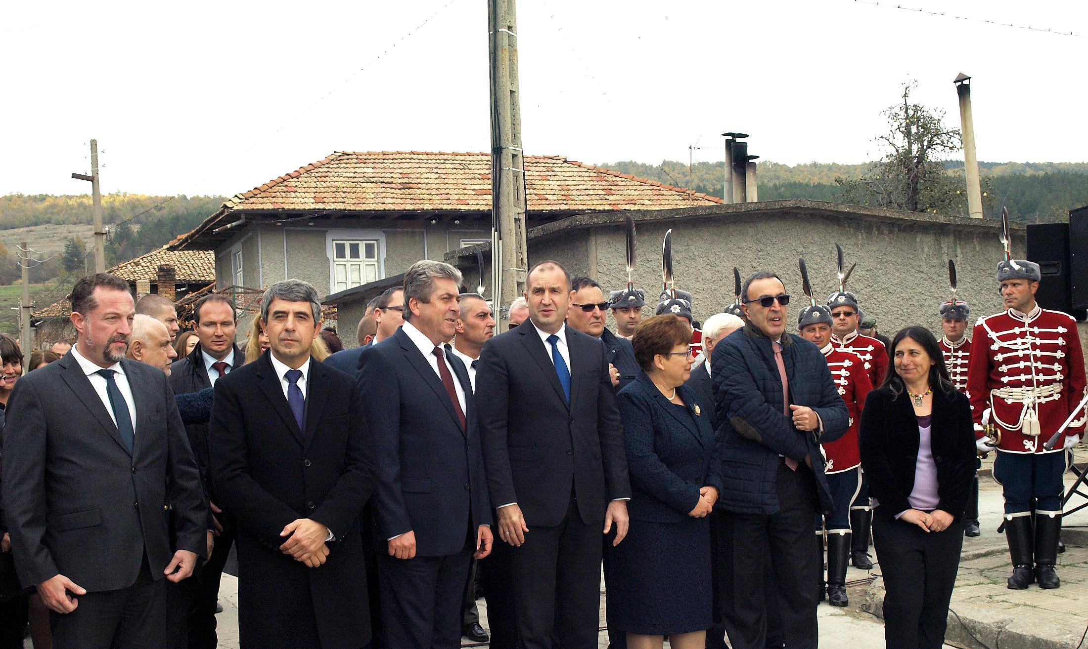 Четирима президенти почетоха Желю Желев в родното му село