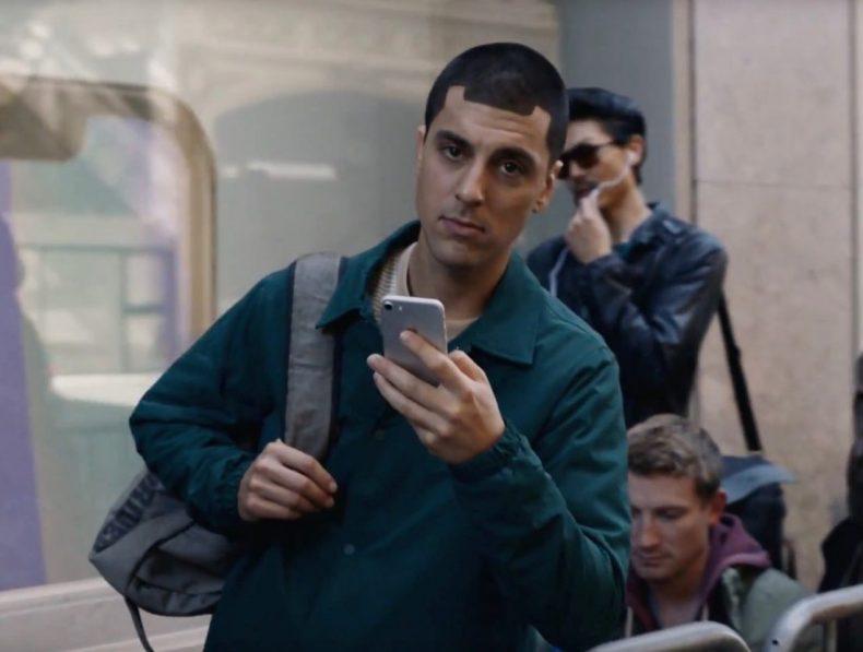Samsung се подигра с Apple (видео)
