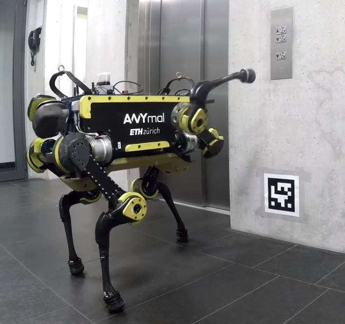 Робот се научи да ползва асансьор