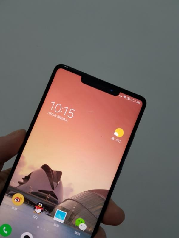 """И Xiaomi ще заложи на """"изрязаният"""" екран"""