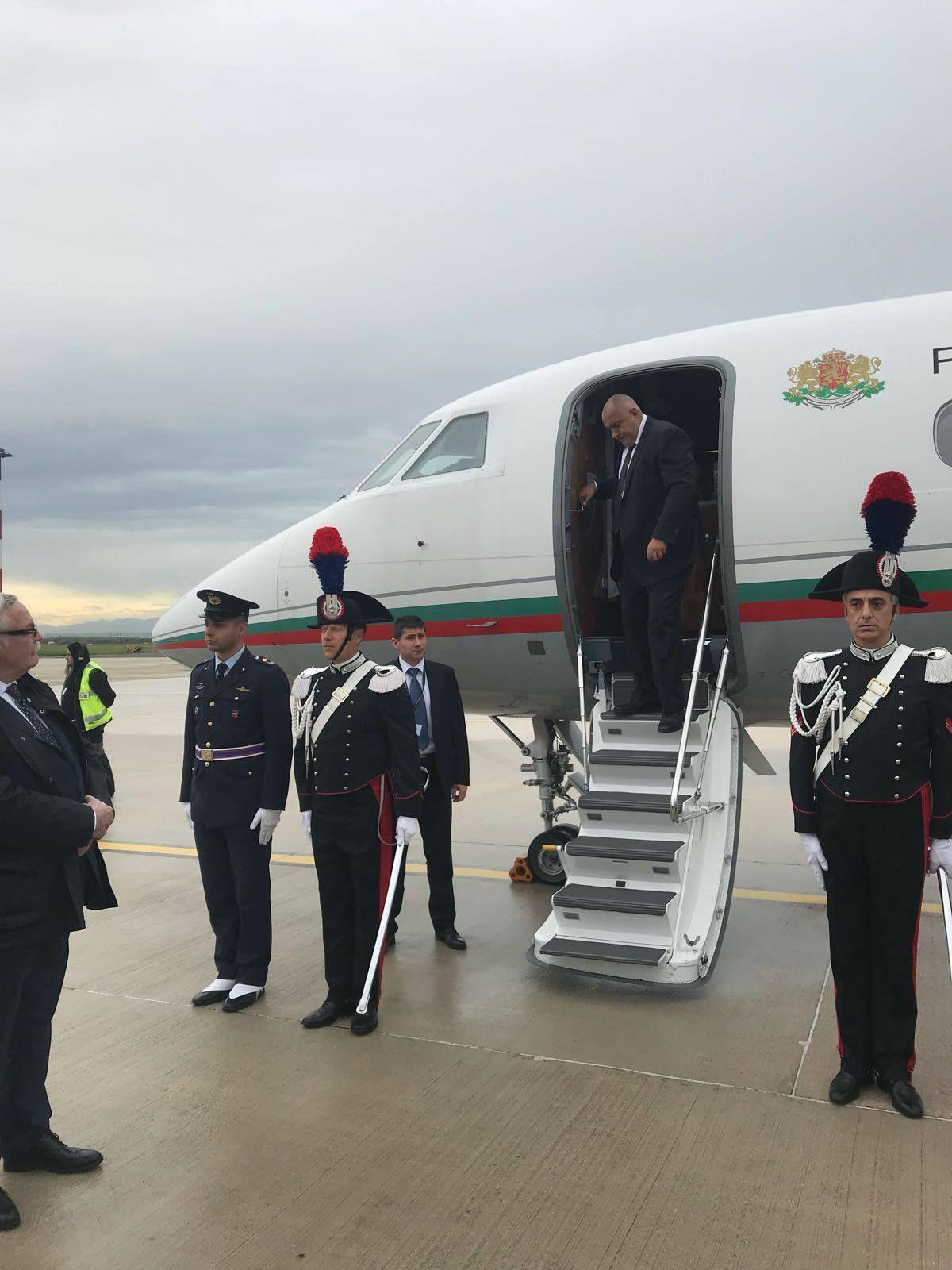 Борисов излетя спешно от Рим за София след обаждане