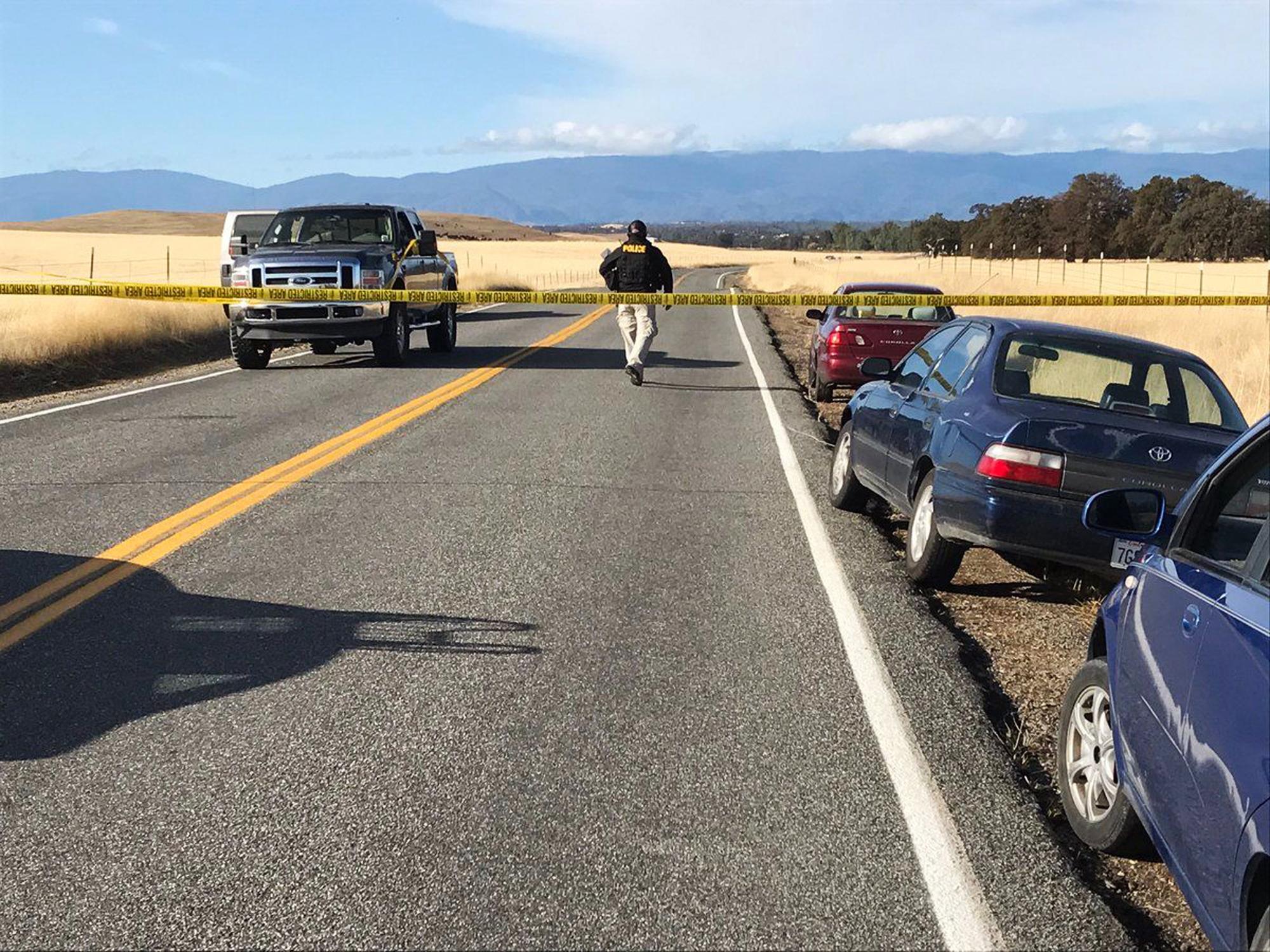 Убити и ранени при стрелба до училище в Калифорния