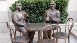Скулптура и паметна плоча на братята Прошек бяха открити в София