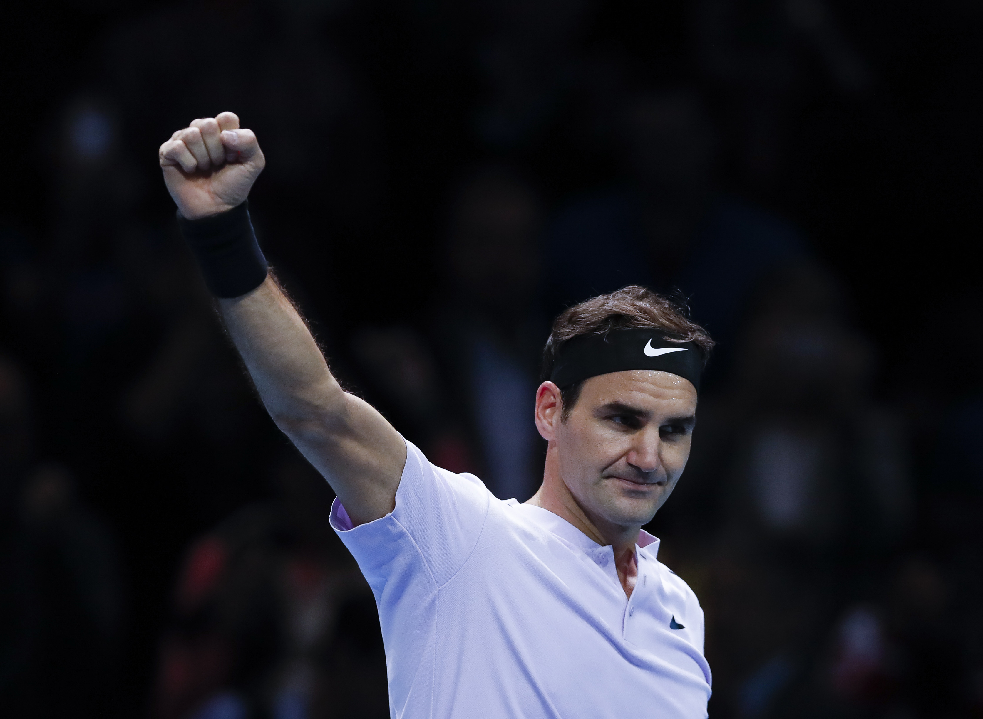 Федерер укроти Зверев и е на полуфинал в Лондон