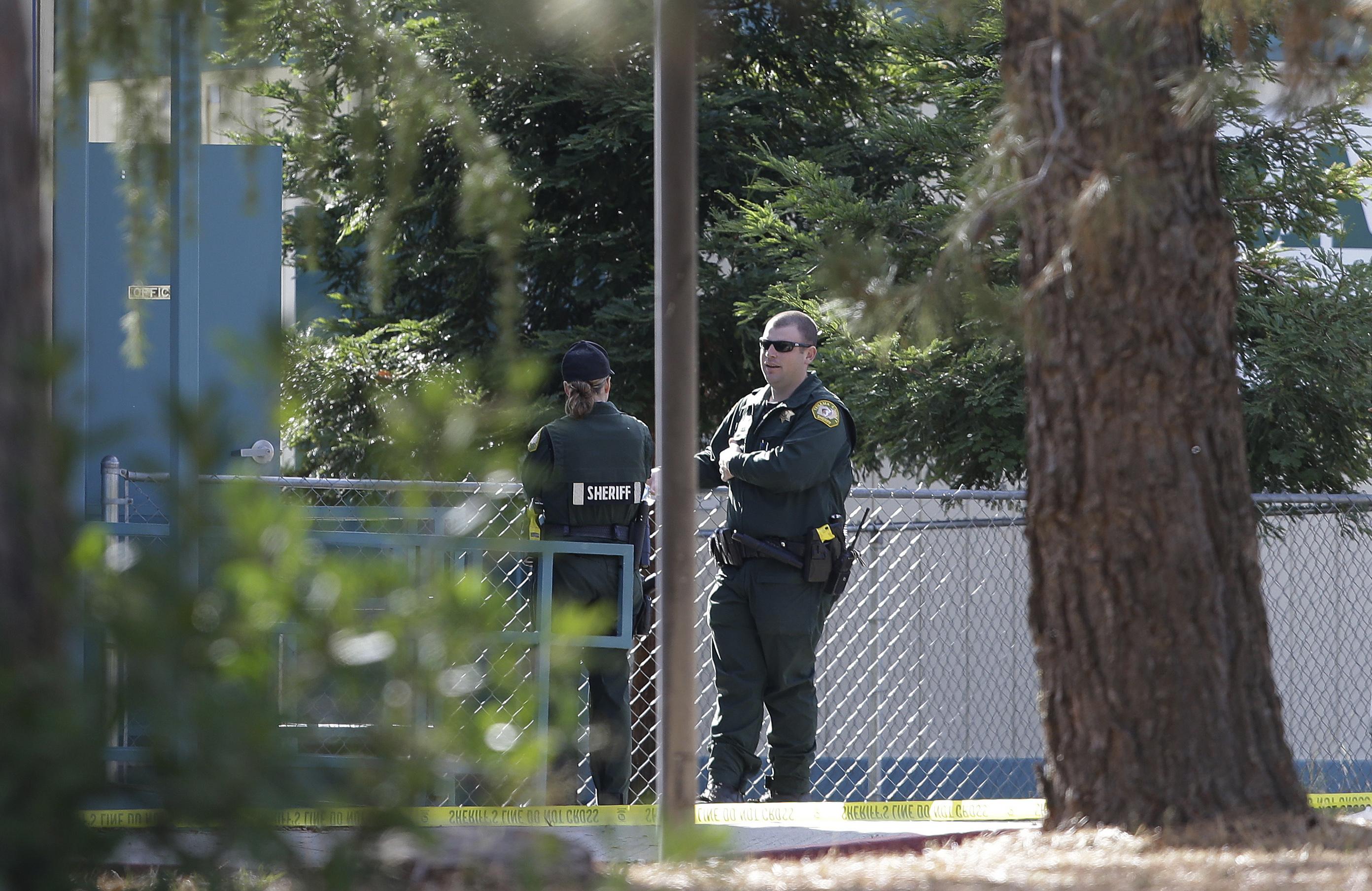 Поне 5-има убити и 10 ранени при стрелба в Калифорния