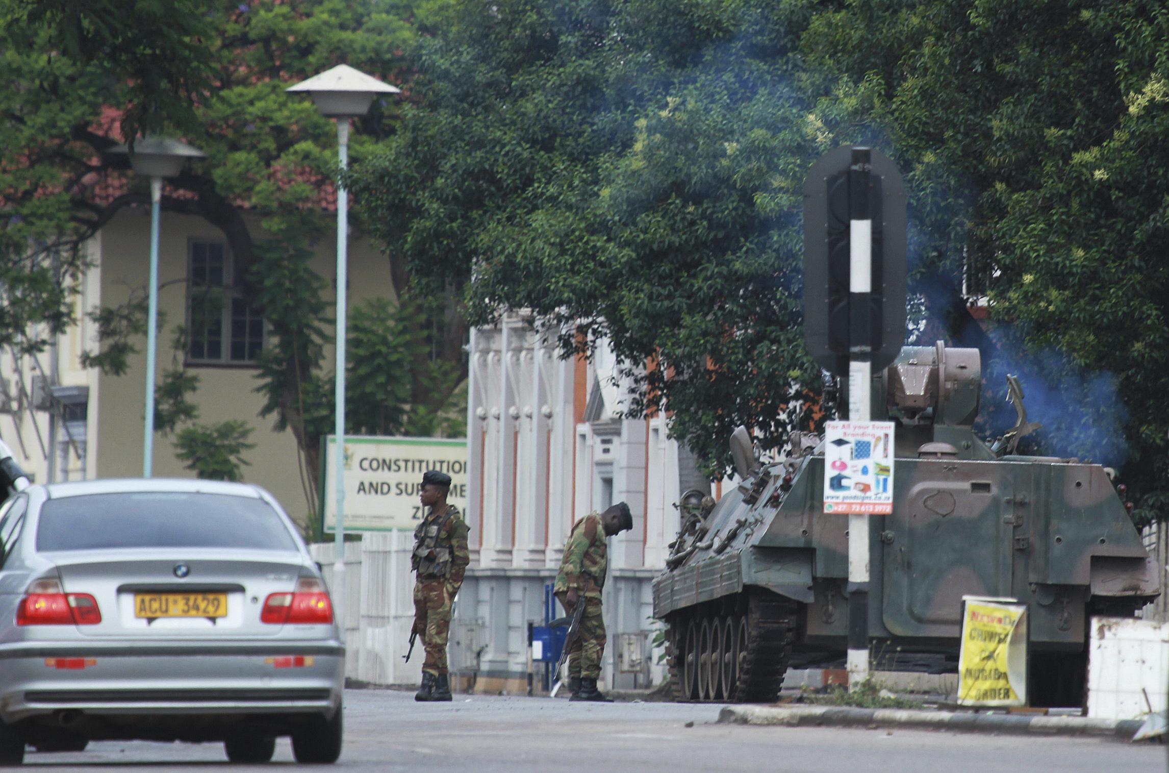 """Военен преврат, наречен """"безкръвна корекция"""" в Зимбабве"""