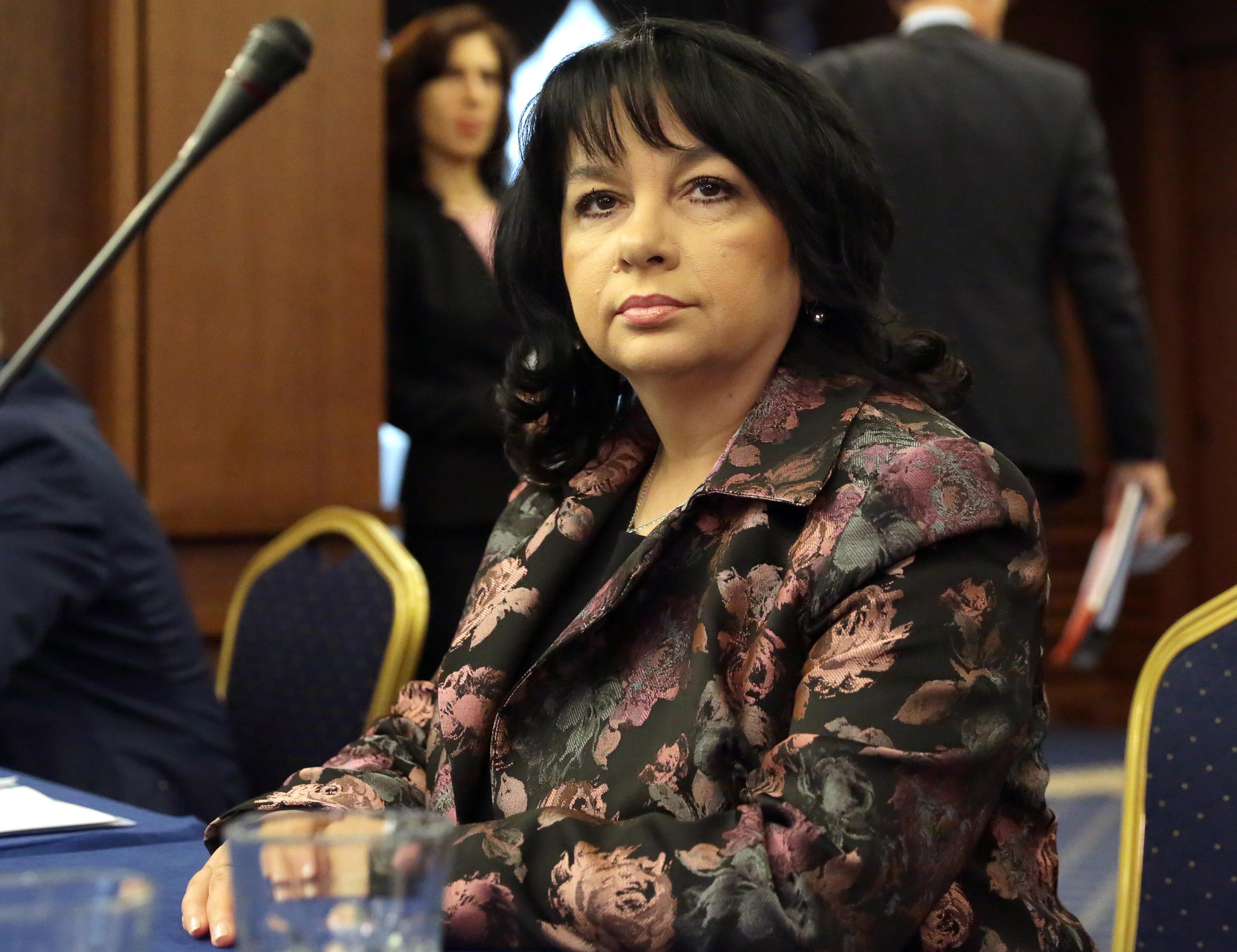 Петкова: Една бизнес сделка ескалира в политически план