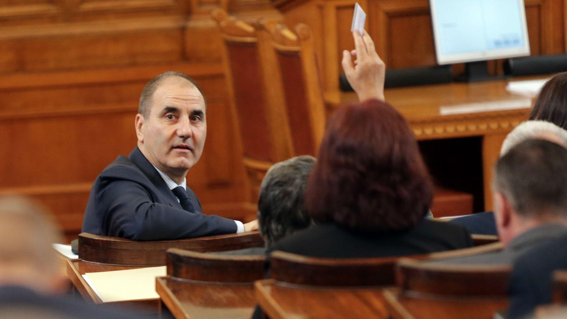 Цветанов: По-добре държавата да плаща на депутатите