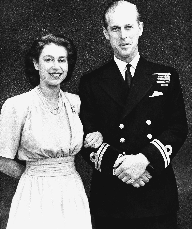 Елизабет II и принц Филип празнуват 70 години от сватбата