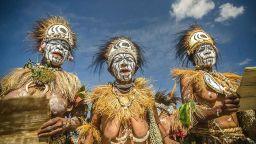Трима млади антрополози в Нова Гвинея - в любовен триъгълник