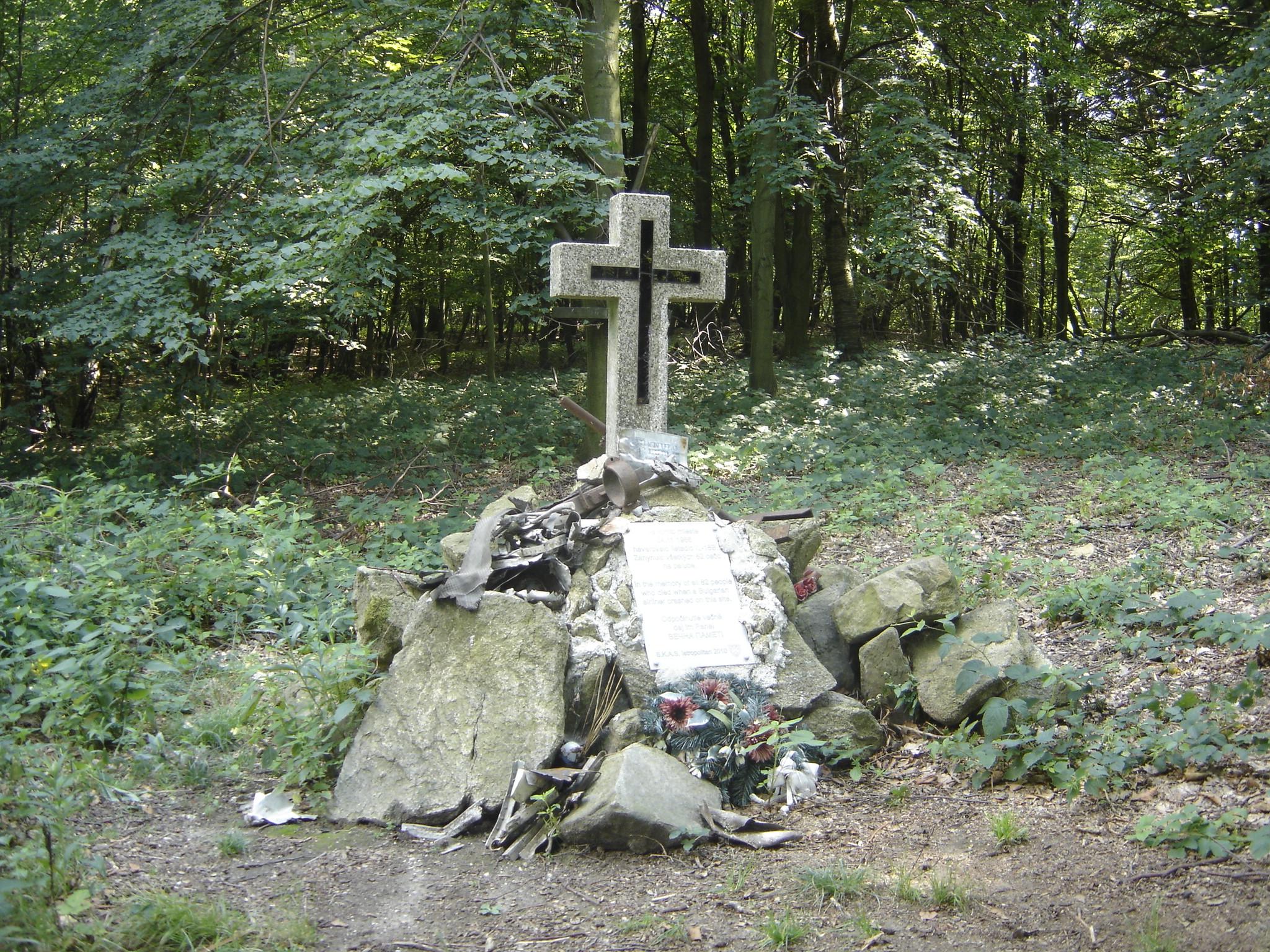 1966 г. - 82 души загиват в български самолет до Братислава