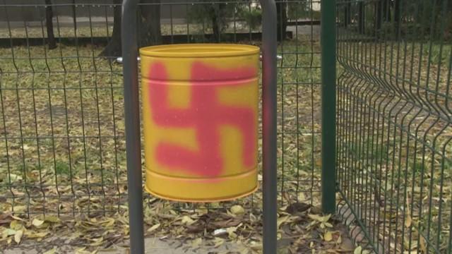 Вандали изрисуваха детска площадка в Русе