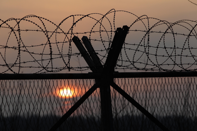 Отмениха поръчката за мигрантски центрове в Малко Търново, Елхово и Любимец