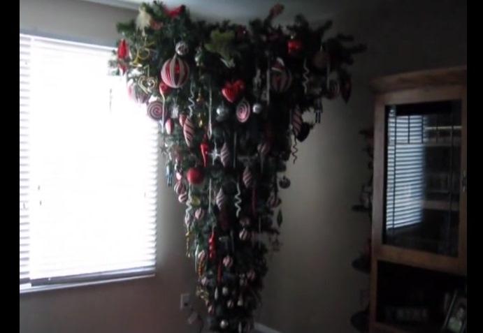 Коледни елхи наопаки се продават за 1000 долара