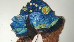 Фантастични светове върху сухи кленови листа