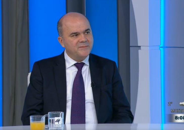 Бисер Петков увери, че няма да се отнемат инвалидни пенсии