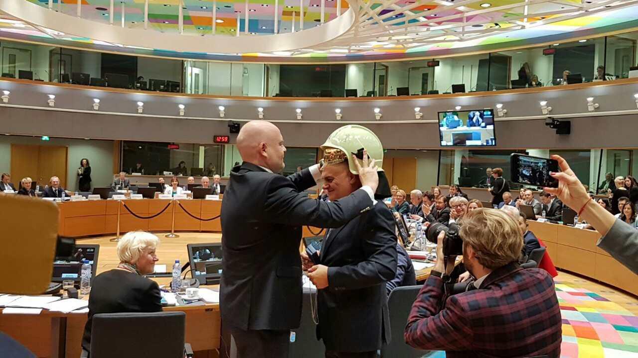 Поехме Европредседателството с каска на главата