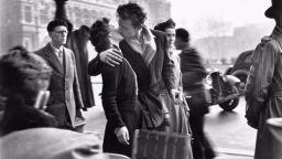 Актриса печели 155 хил. евро, за снимка, на която се целува с приятеля си
