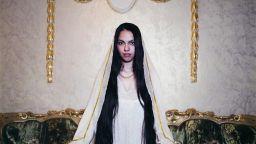 Фотографка сключва невероятна сделка с най-богатите румънски вещици