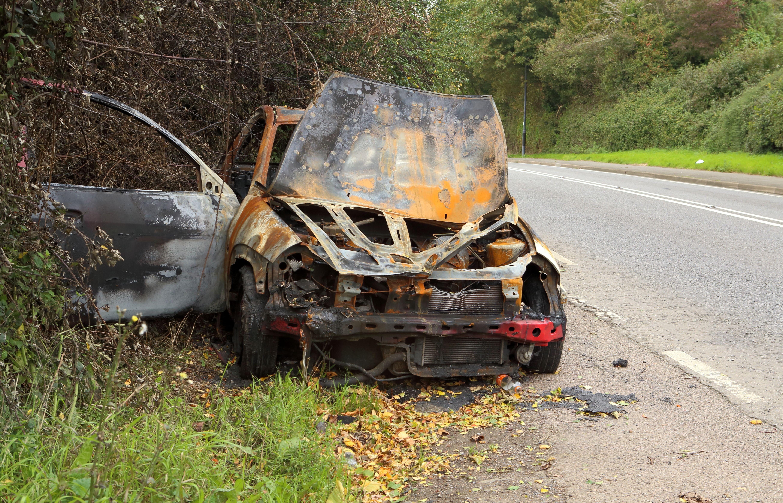 Млада жена изгоря в колата си след удар в дърво