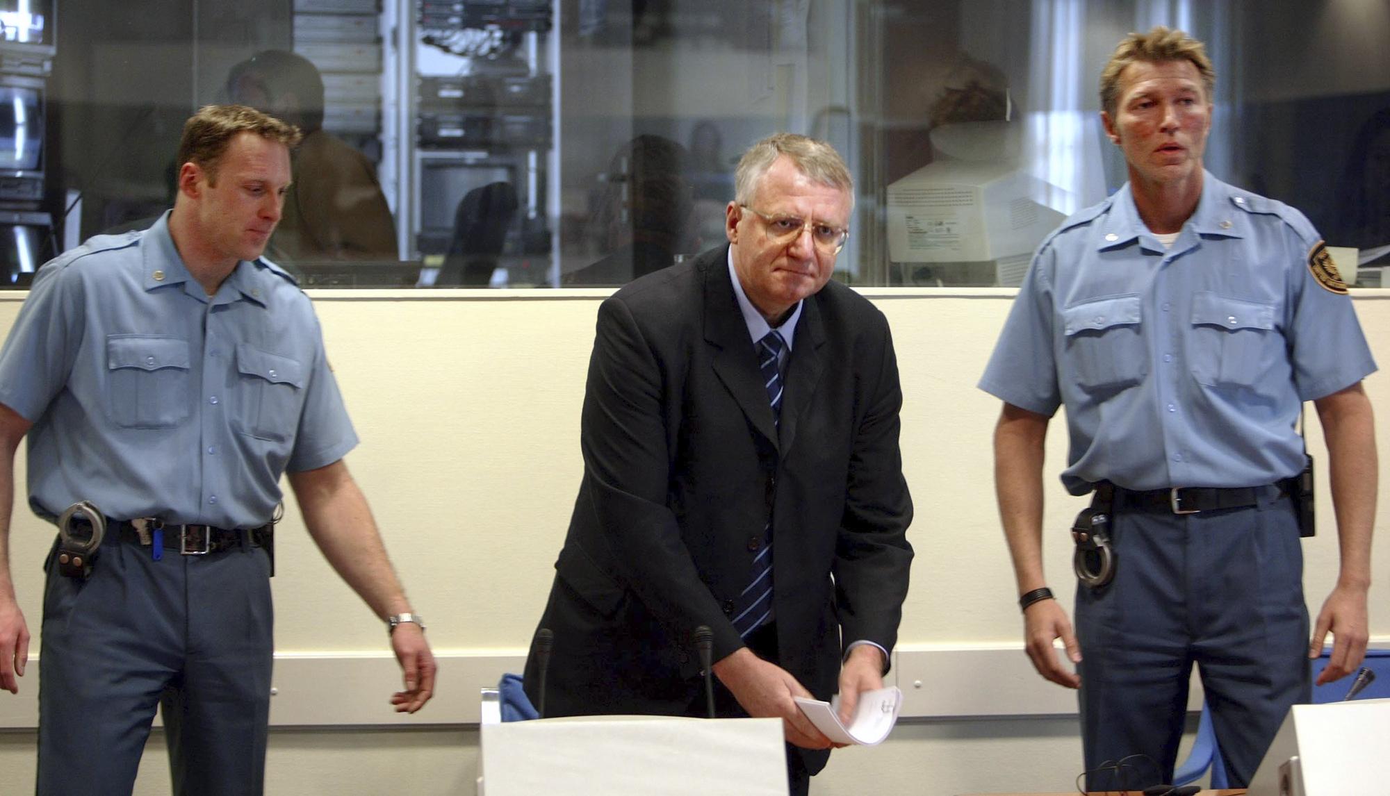 Сръбският националист Шешел получи 10-годишна присъда