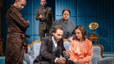 Народният театър излъчва цял месец безплатно онлайн откъси от представления