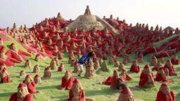 500 пясъчни Санта Клауси, принесени в жертва срещу угрозата от Глобалното затопляне