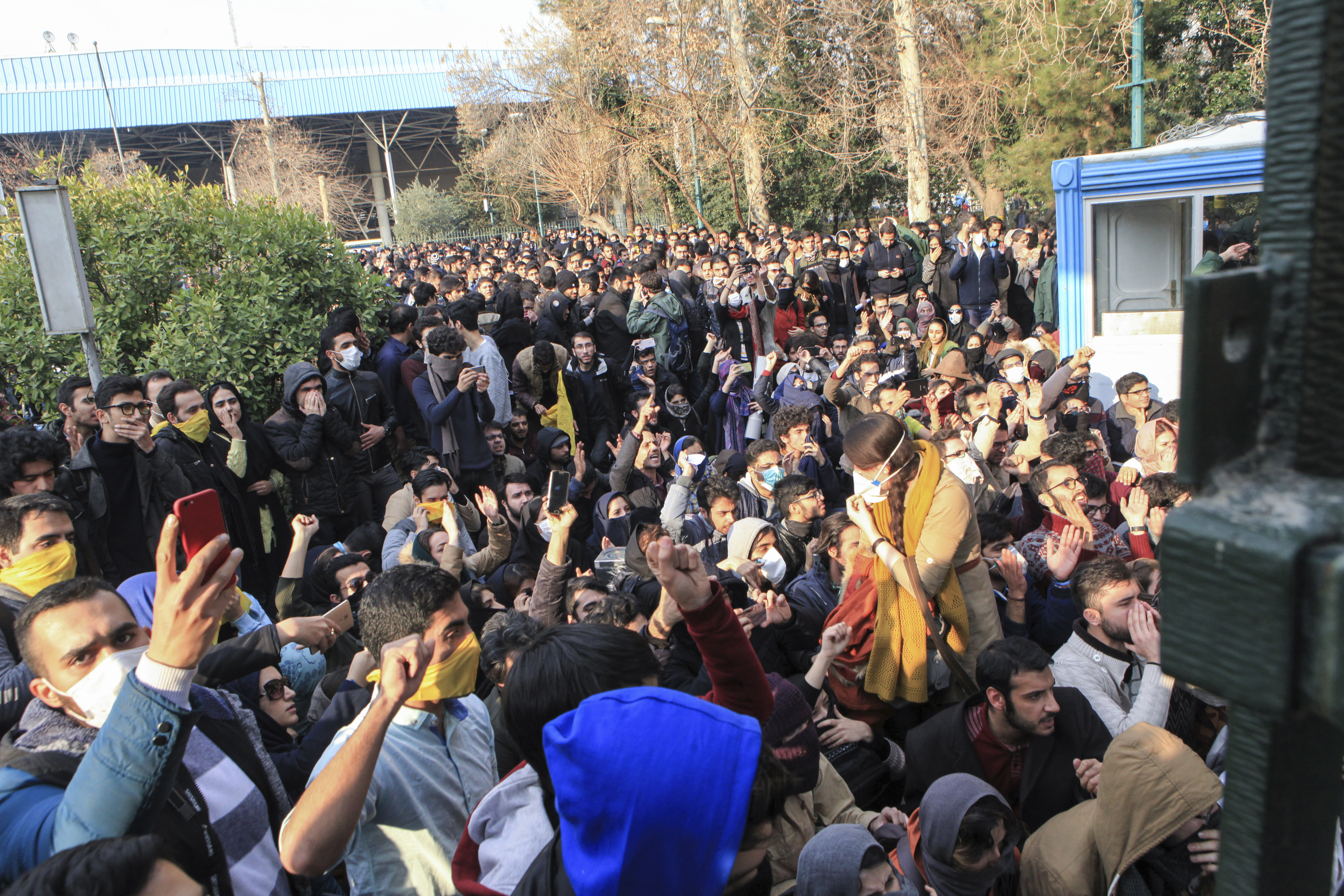 Икономиите ли са истинската причина за протестите в Иран?
