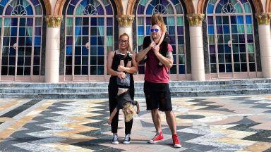 Семейство Джаферович обикаля слънчева Флорида
