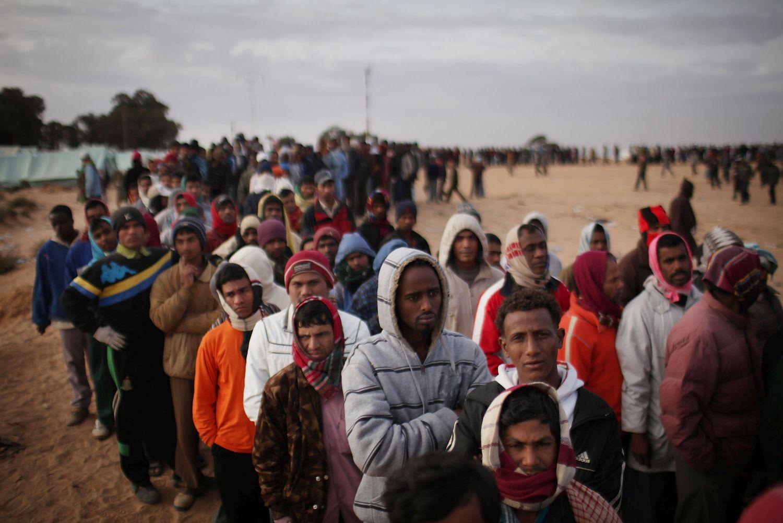 Израел плаши мигрантите от Африка със затвор