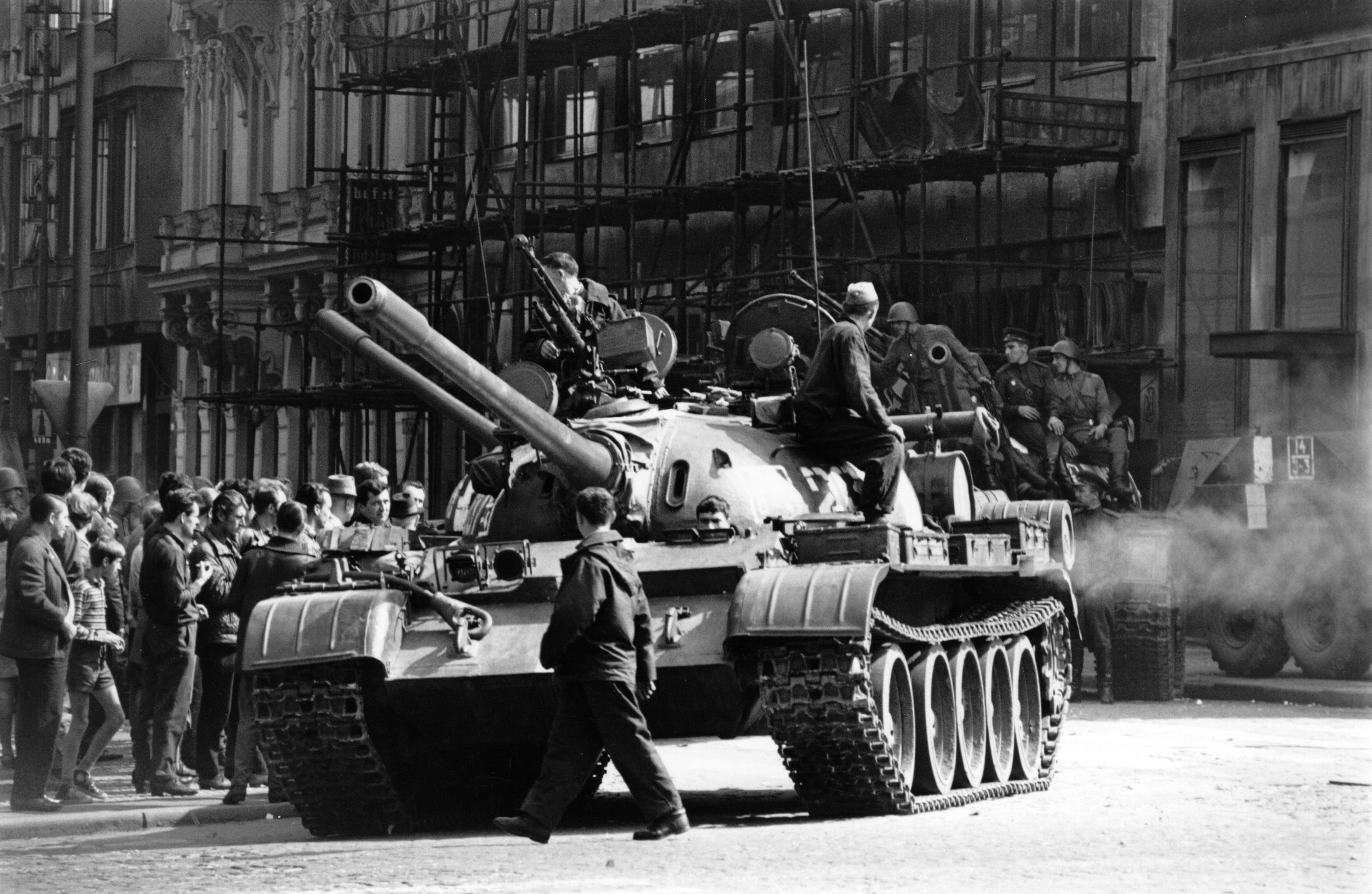 Преди 50 г. започна смазаната с танкове Пражка пролет