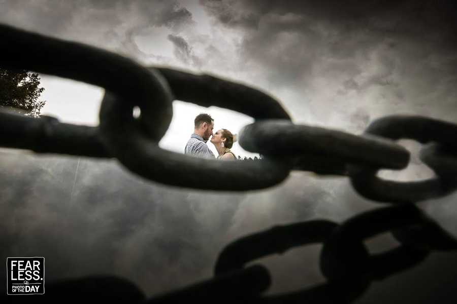 Различните сватбени снимки на смелите фотографи