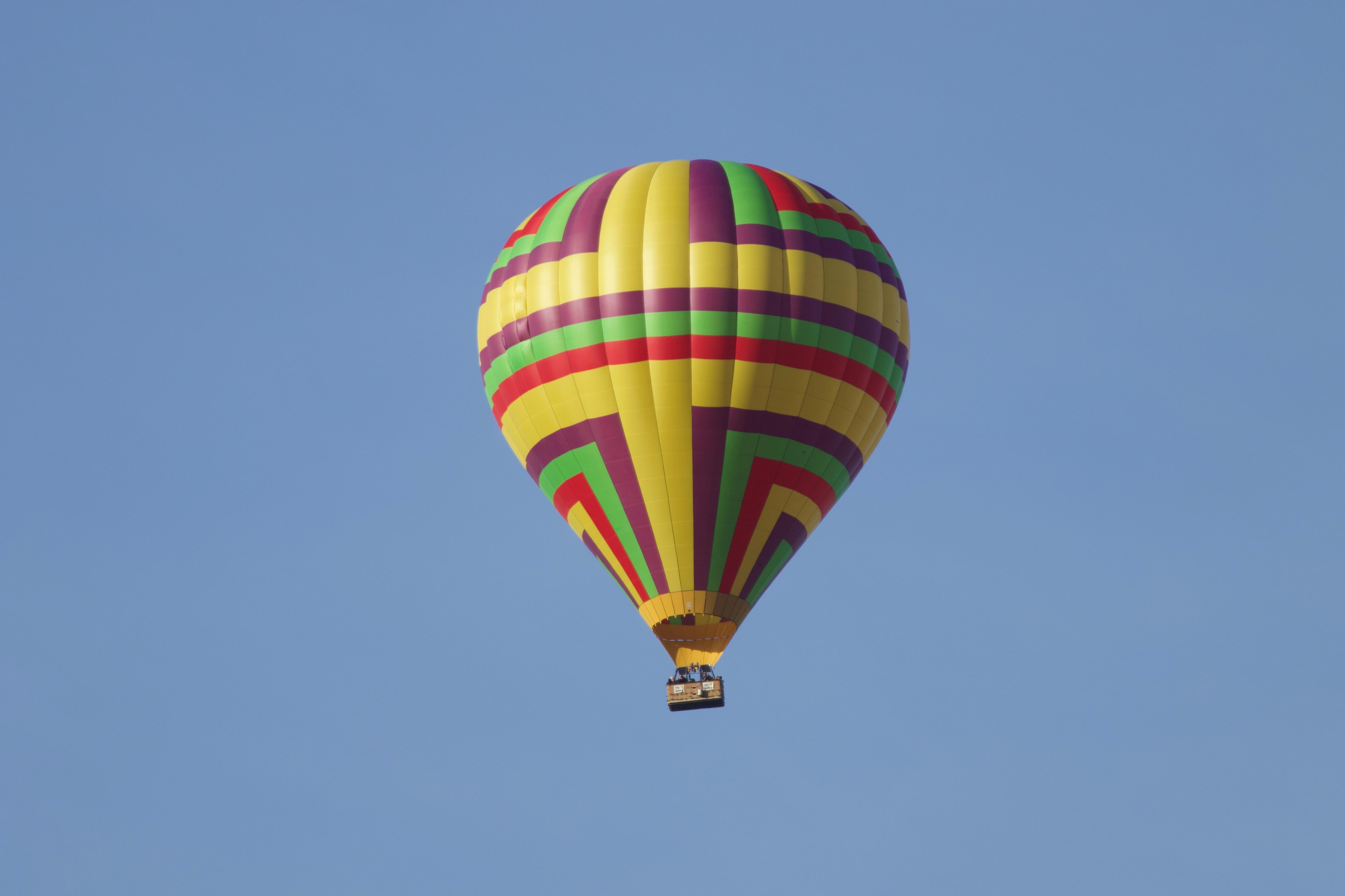 Загинал и ранени след падане на туристически балон в Египет