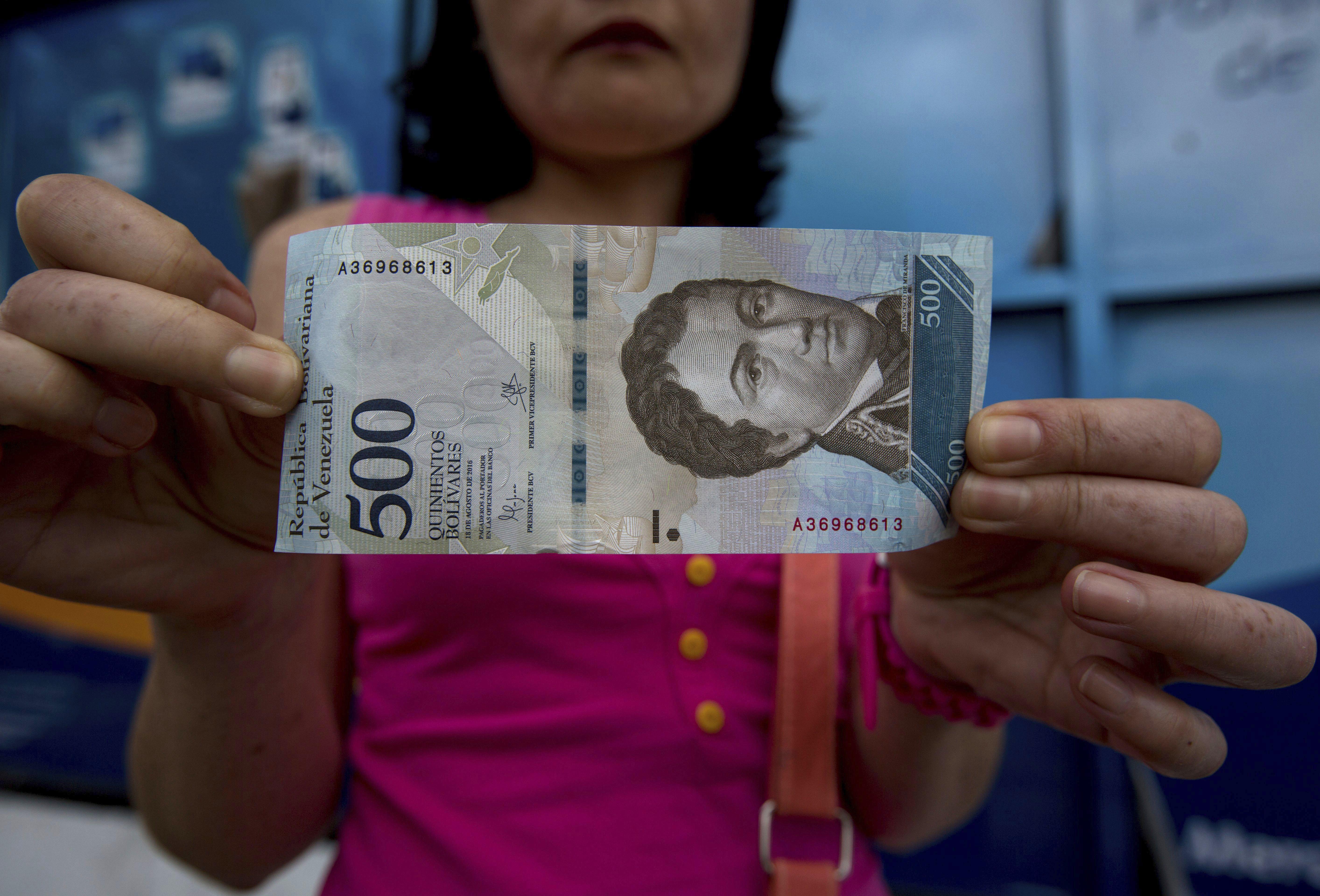 Инфлацията във Венецуела удари 2600%
