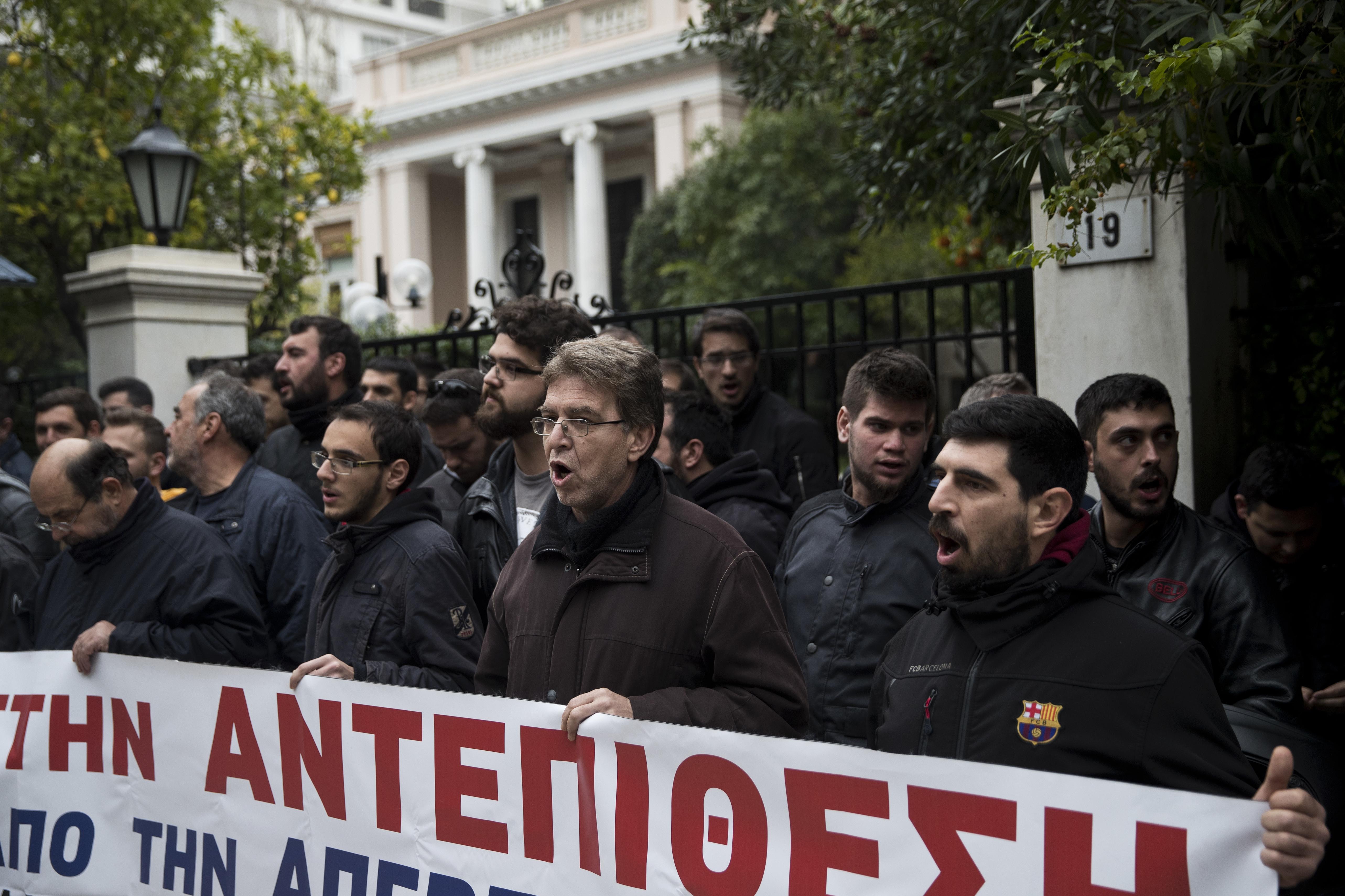 Шокови мерки изкараха гърците на улицата