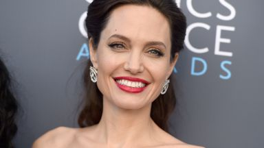 Кредитори притискат Анджелина Джоли