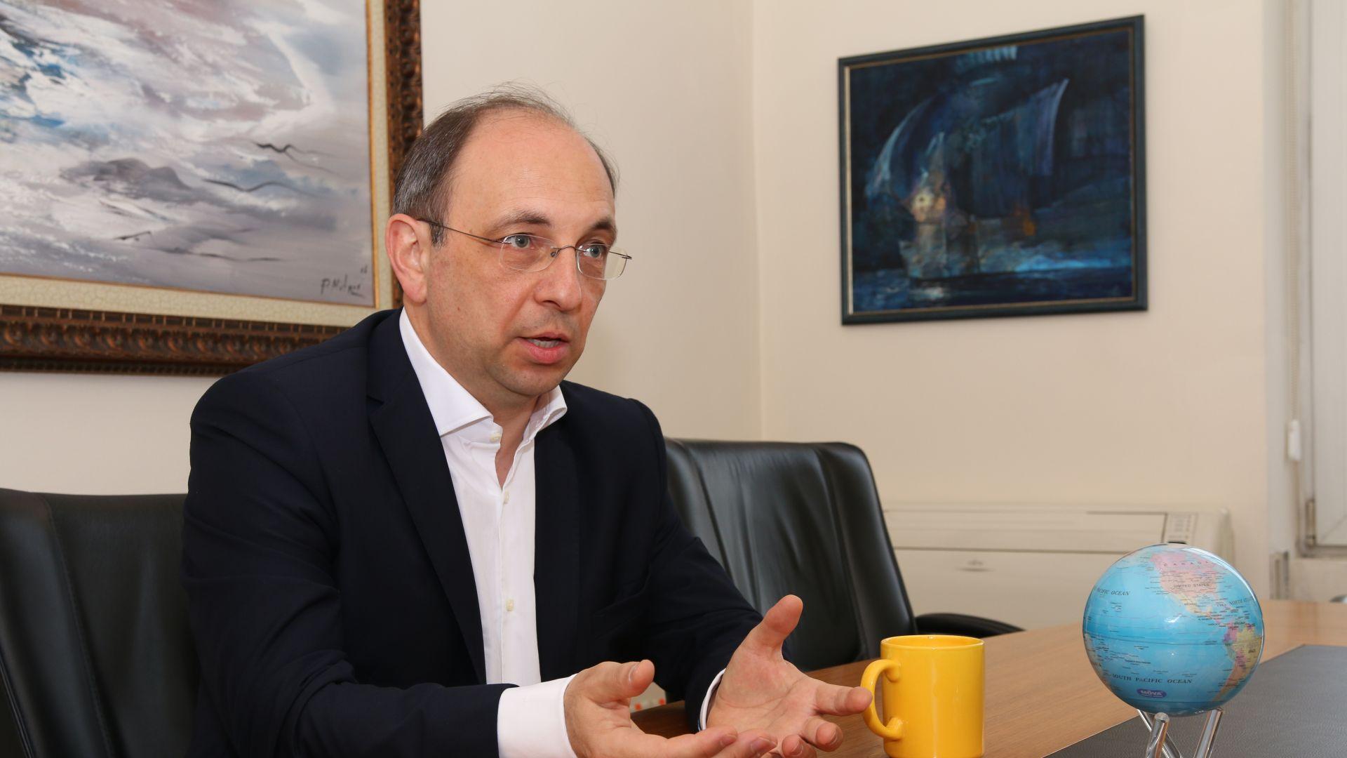 Николай Василев: Може банкови среди да ни спъват за еврото